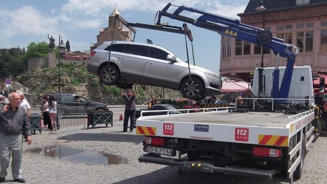 Slider-Üç aydan çox küçədə buraxılan avtomobilərin sahibləri cərimələnəcək - İZAHAT